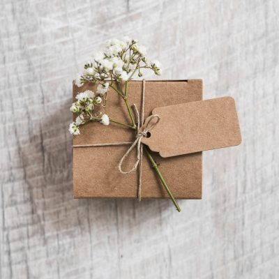cardboard-box-and-baby-s-breath-flower-tied-with-string-on-wooden-backdrop